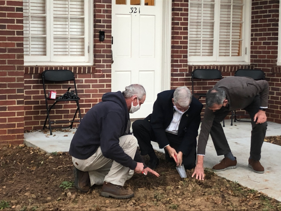 Georgia College Plants Daffodils in Honor of Holocaust Victims